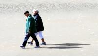 sm-walking-together-sxchu-398250_1554-c-carl-dwyer1